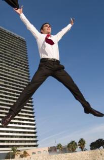 Uomo saltando